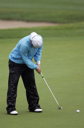 Yani Tseng of Lake Nona FL putts on the 18th hole during round two of Hana Bank Kolon Championship at Sky 72 Golf Club on October 31, 2009 in Incheon, South Korea.