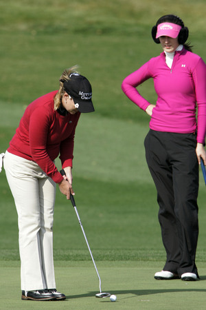Cristie Kerr of Miami FL putts on the 18th hole during the final round of Hana Bank Colon Championship at Sky 72 Golf Club on November 1, 2009 in Incheon, South Korea.