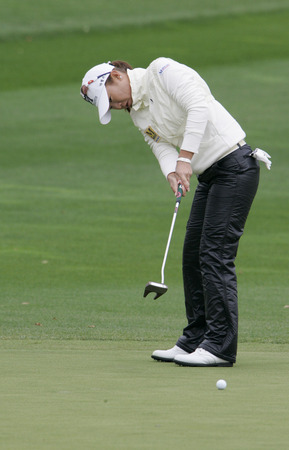 Meena Lee of South Korea putts on the 2th hole during final round of Hana Bank Kolon Championship at Sky 72 Golf Club on November 1, 2009 in Incheon, South Korea.
