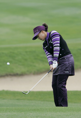 Jee Young Lee of South Korea putts on the 2th hole during final round of Hana Bank Kolon Championship at Sky 72 Golf Club on November 1, 2009 in Incheon, South Korea. Editorial