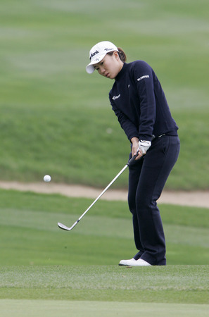 In-Kyung Kim of South Korea putts on the 2th hole during final round of Hana Bank Kolon Championship at Sky 72 Golf Club on November 1, 2009 in Incheon, South Korea. Editorial