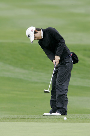 Song-Hee Kim of South Korea putts  on the 2th hole during final round of Hana Bank Kolon Championship at Sky 72 Golf Club on November 1, 2009 in Incheon, South Korea. Editorial
