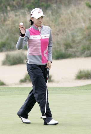 Na Yeon Choi of South Korea on the 2nd hole during the final round of Hana Bank Kolon Championship at Sky 72 Golf Club on November 1, 2009 in Incheon, South Korea.