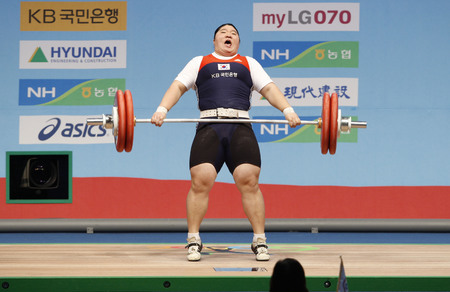 South Koreas Jang Mi-ran competes in the womens +75kg weightlifting snatch category at the World Weightlifting Championships in Goyang, north of Seoul, November 28, 2009. Jang set a new world record with a record of 187 kg in the clean and jerk category Editorial