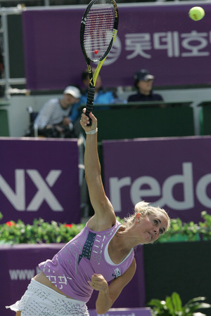 jose: Klara ZAkopalova of Chechen serve to Maria Jose Martinez Sanches of Spain  (no picture) on Day 6 in the Hansol Korea Open Tennis semifinal at the Olympic tennis court in eastern Seoul on Sep 20, 2011, South Korea. Maria Jose Martinez Sanches won in straig
