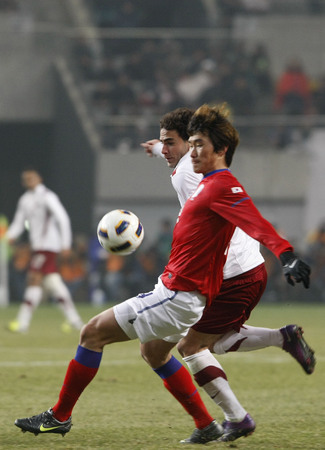 March 14, 2012 - South Korea, Seoul : Jang Hyun-soo of South Korea and Ahmed Alaaeldin B M Abdelmotaal of Qatar players compete ball during their Asia qualifying for the 2012 London Olympic in Sangam stadium. The match ended in 0-0.