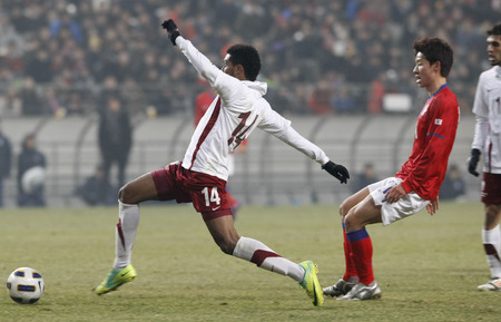 March 14, 2012 - South Korea, Seoul : Muayed Hassan F Hassan of Qatar player lead ball during their Asia qualifying for the 2012 London Olympic in Sangam stadium. The match ended in 0-0.