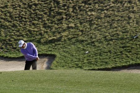 2012 년 4 월 26 일 - 한국, 이천 : Blackstone Golf Club에서 개최되는 Ballantine 's Championship 첫 라운드에서 중국의 Liang Wen-chong이 행동했다.