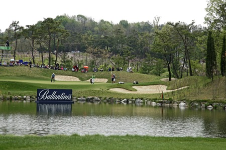 April 29, 2012-South Korea, Icheon : Richie Ramsay of Scotland(L) in green during the fourth round of the Ballantines Championship at Blackstone Golf Club. Editorial