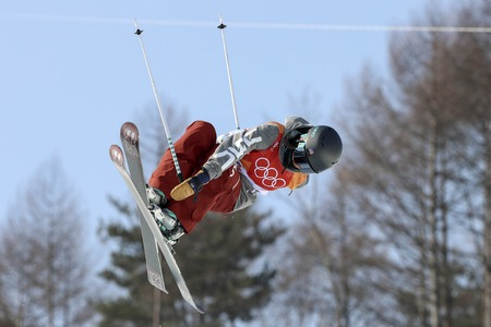 Olympic Freestyle Skiing Ladies' Ski Halfpipe Final Run Banque d'images - 105367025