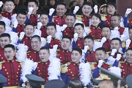 Feb 26, 2015 ? South Korea, Seoul : South Korean cadets shouting ceremony during a graduation ceremony of the 71st army academy at the Hwarang drill field in Seoul, South Korea, Thursday, Feb. 26, 2015. At the ceremony, 220 cadets including 19 female cade 新聞圖片