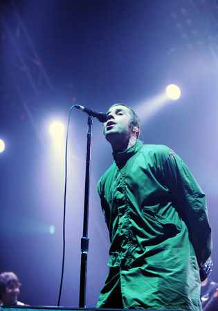 Rock band OASIS vocalist Liam Gallagher performs on the stage during an Asia tour concert at the Olympic Hall in Seoul on April 1, 2009, South Korea. 新聞圖片