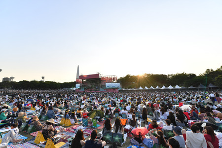 Fans enjoying music during an Seoul Jazz Festival 2017 at Olympic Park in Seoul, South Korea. 新聞圖片