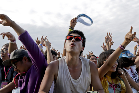 July 26. 2015 - South Korea, Ansan: Music Fans enjoy a sound and performance during the Ansan M Valley Rock Festival. Rock Festival is held on every july annual music festival. (Ryu Seung-il  Polaris)