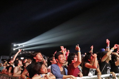 July 26, 2015 - South Korea, Ansan: Music fans enjoy a music and performance during the Ansan M Valley Rock Festival. Rock Festival is held on every july annual music festival. (Ryu Seung-il  Polaris 報道画像