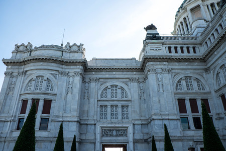 neo classical: The Ananta Samakhom Palace - 2016 : Ananta Samakhom Palace is built in the reign of King Rama V King Rama 5. An architectural  features neo-Renaissance and the neo-classical by decorating the palace with marble which  came from Italy, featuring caramelize