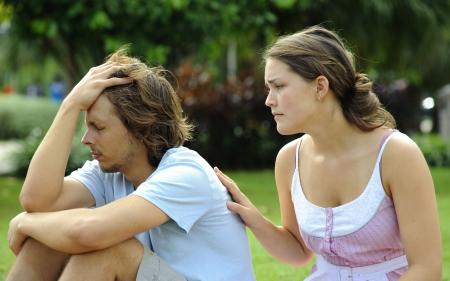 couple arguing: Par discutir y no est� contentos con cada uno de los otros