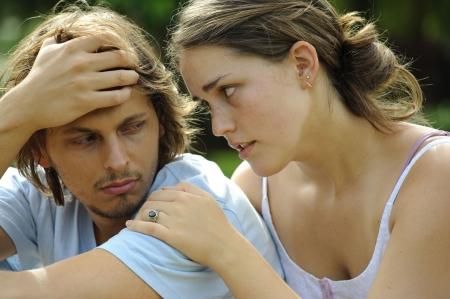 argument: Paar betogen en zijn niet gelukkig met elkaar