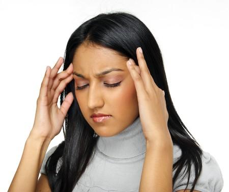 dolor de cabeza: Belleza indio tiene un dolor de cabeza causado por el estr�s