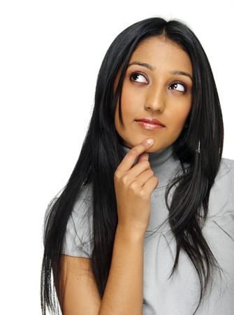 mujeres pensando: Mujer India es profundo en el pensamiento y so�ando con d�a