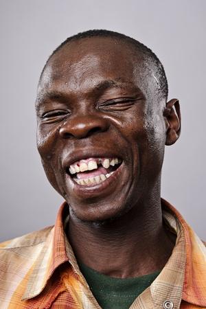 fine art portrait: Altamente dettagliato ritratto di belle arti. sorridendo felice persona reale