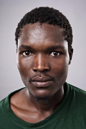man close up: Amanzingly alta ritratto dettagliato di un volto africano, deve vedere a schermo intero.