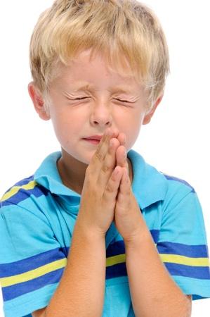prayer hands: Bambina bionda avviluppa suoi palme insieme in preghiera, isolata on white  Archivio Fotografico