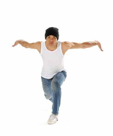 bailarin hombre: Breakdancer frío hace un baile común actitud aislado en blanco Foto de archivo
