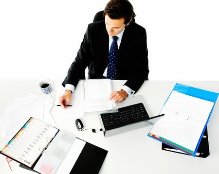 Schreibtisch voller akten  Geschäftsmann Lacht Aus Seinem Schreibtisch, Wenn Er Hört, Dass Er ...