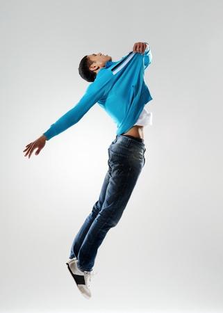 people dancing: ballerino si tira fuori terra in una sorta di levitazione modo se non salta affatto Archivio Fotografico