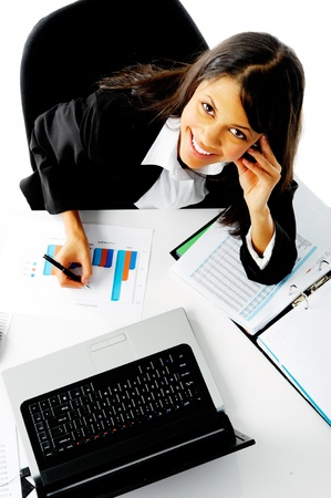 dolgozó: nő, dolgozó, neki, íróasztal, lövés felett. elemzése grafikonok és értékesítési statisztika üzletasszony boldog
