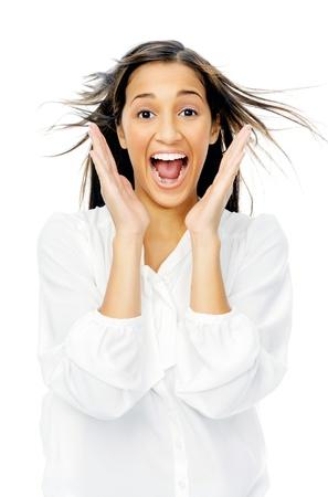 fille indienne: Excited l'expression du visage de choc et d'une femme surprise avec des mains et des cheveux soufflant isol� sur fond blanc.