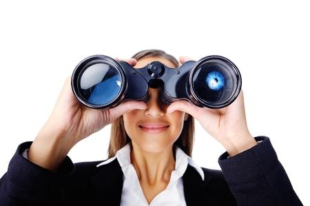 vision future: Portret van een zakenvrouw op zoek naar nieuwe kansen op werk met een verrekijker. kan ook worden gebruikt als bedrijfsvisie begrip