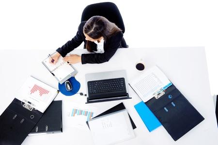 secretaries: Ocupado empresario empresaria corporativa que trabaja en su escritorio aislado sobre fondo blanco