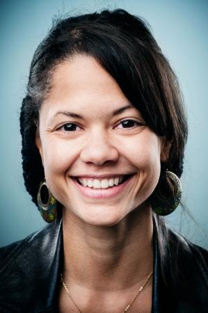 Retrato altamente detallada imagen de la mujer joven y sonriente (caras más than100 de esta colección colección en mi cartera) Foto de archivo
