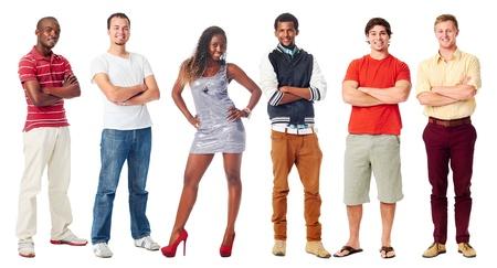 groep van echte vertrouwen in mensen glimlachen armen gekruist geïsoleerd op wit Stockfoto