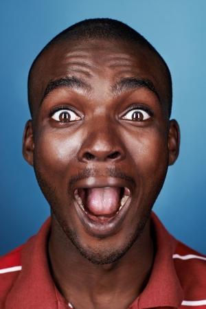 顔を叫んで面白い顔真のアフリカン男の肖像 写真素材 - 22256405