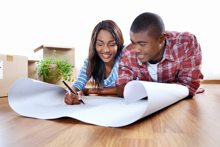 new home plans for young african black couple in apartment Foto de archivo