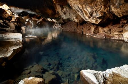 jaskinia: Znani jaskini gorące źródła w Islandii grjotagja