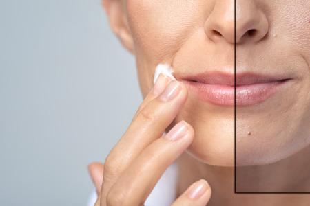 mulher an�nima aplicando creme para o rosto, conceito est�dio de beleza cuidados com a pele