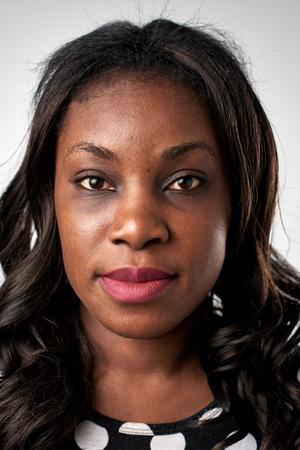 Portret van echte zwarte Afrikaanse vrouw zonder uitdrukking ID of paspoort foto volledige collectie van diverse gezicht en uitdrukkingen