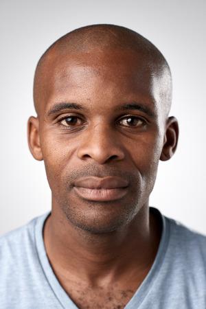 Portrait de l'homme réel africain noir sans ID d'expression ou d'un passeport photo collection complète de visage divers et expressions Banque d'images - 65423815