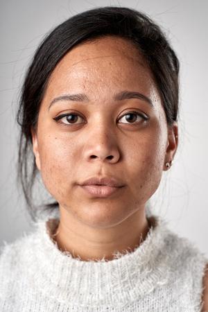 ない式の ID またはパスポート写真完全なコレクションの多様性や表現のリアル ホワイトの白人女性の肖像
