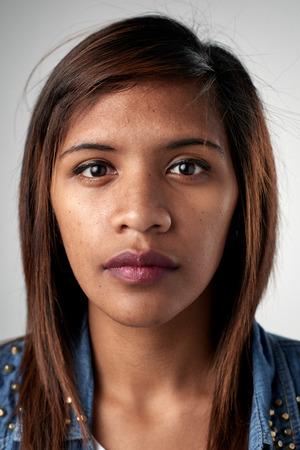 Portrait der realen schwarze afrikanische Frau ohne Ausdruck ID oder Passfoto vollständige Sammlung von diversen Gesicht und Ausdrücke Standard-Bild