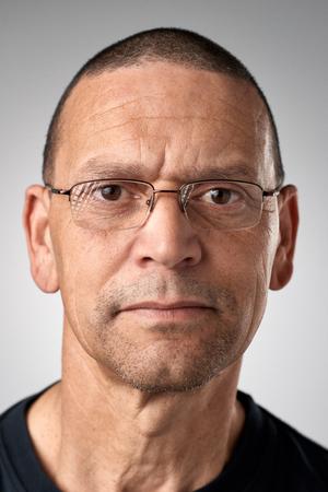 Portrait von echten weißen kaukasischen Mann ohne Ausdruck ID oder Passfoto vollständige Sammlung von diversen Gesicht und Ausdrücke