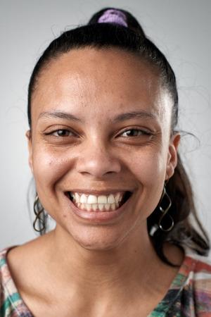 Real Spaanse vrouw lachend portret volledige collectie van diverse gezichten Stockfoto