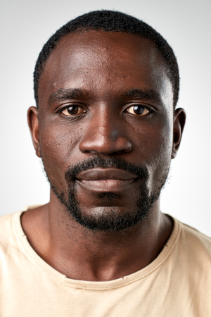Portrait de l'homme réel africain noir sans ID d'expression ou d'un passeport photo collection complète de visage divers et expressions Banque d'images - 65431564