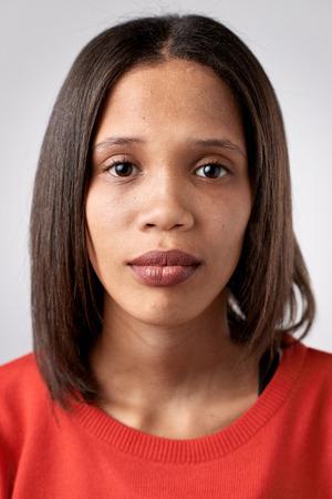 Portrait der realen schwarze afrikanische Frau ohne Ausdruck ID oder Passfoto vollständige Sammlung von diversen Gesicht und Ausdrücke Standard-Bild - 65513591
