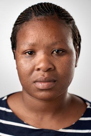 다양한 얼굴과 표정없이 표현 ID 또는 여권 사진 전체 컬렉션 진짜 흑인 아프리카 여자의 초상화