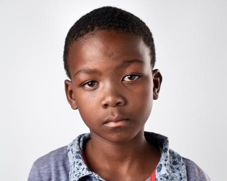 젊은 아프리카 흑인 소년의 초상화